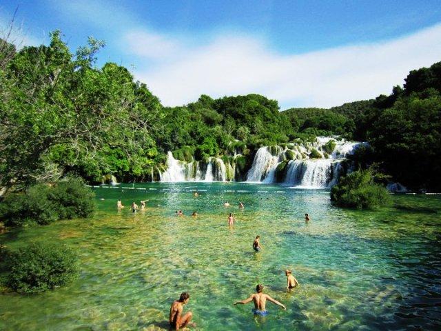 Stovykla Kroatijoje. Maudynės Plitvicos ežeruose