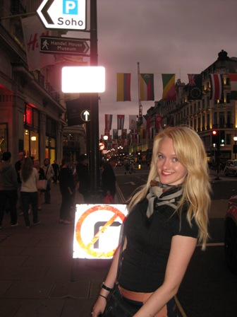 Centrinė Londono Regent gatvėje, kurioje galima rast 156 olimpinėse žaidynėse dalyvaujančių šalių vėliavas