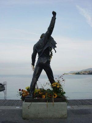 Paminklas garsiajam atlikėjui Freddie Mercury Šveicarijoje